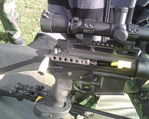 Photo showing manual cocking handle on AR15